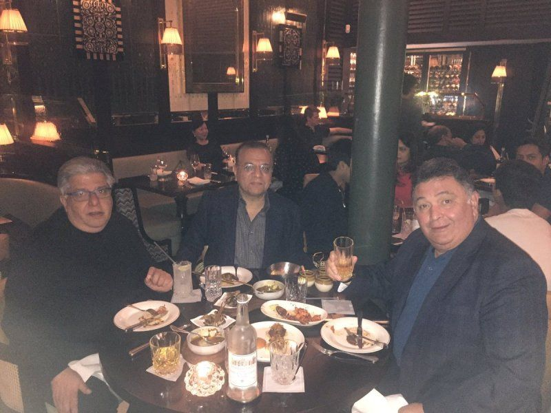 Rishi Kapoor Enjoying Alcohol