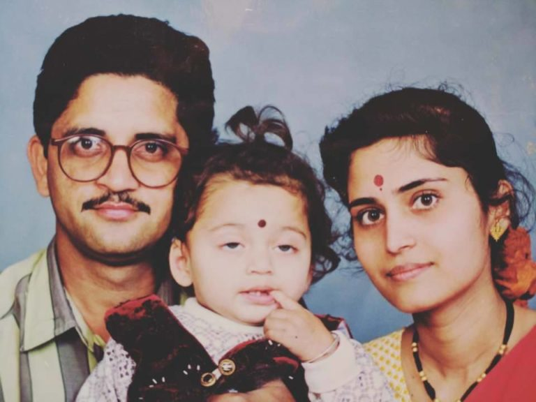 Sumesh Mudgalkar's childhood photo with his parents