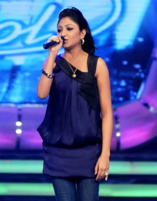 Bhoomi Trivedi singing in Indian Idol