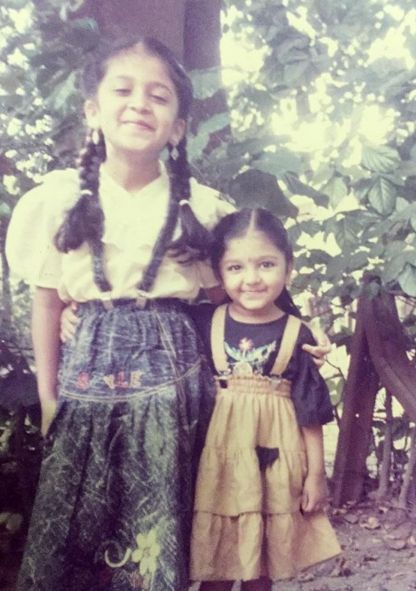 Bhoomi Trivedi with her sister in her childhood