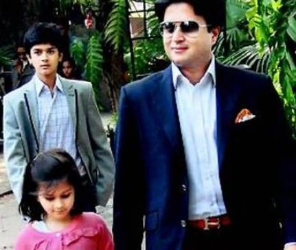Jyotiraditya Scindia with his children