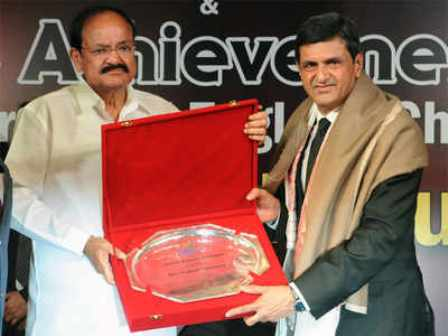 Prakash Padukone receiving BAI Lifetime Achievement Award
