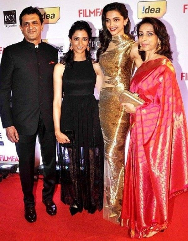 Prakash Padukone with his wife and daughters