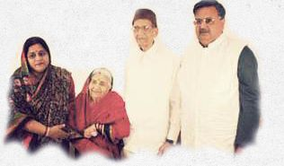 Raman Singh with his wife and Parents