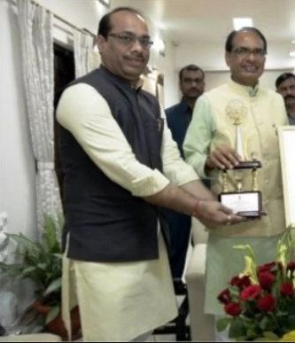Shivraj Singh Chouhan with his brother Surjit Singh Chouhan
