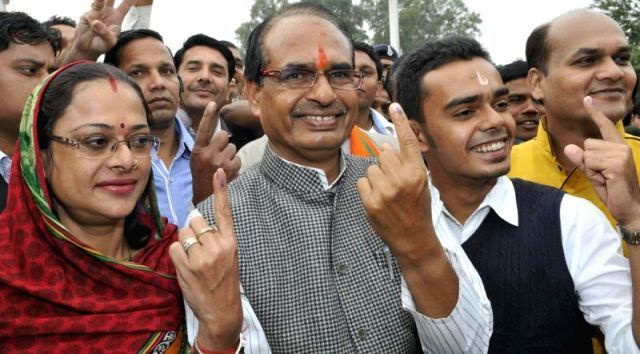 Shivraj Singh Chouhan with his family after casting vote in 2013