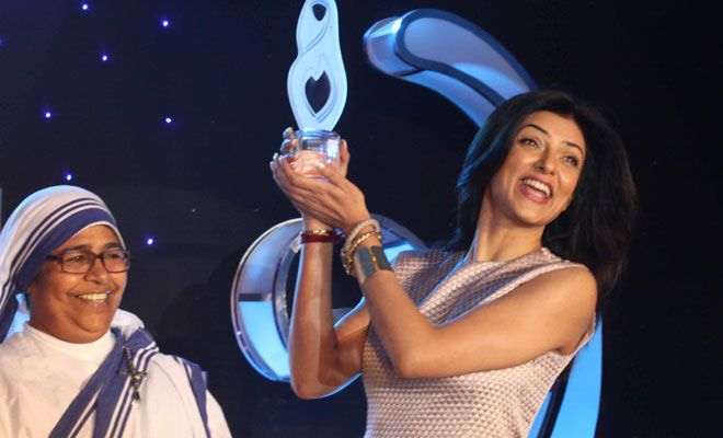 Sushmita Sen receiving Mother Teresa Award