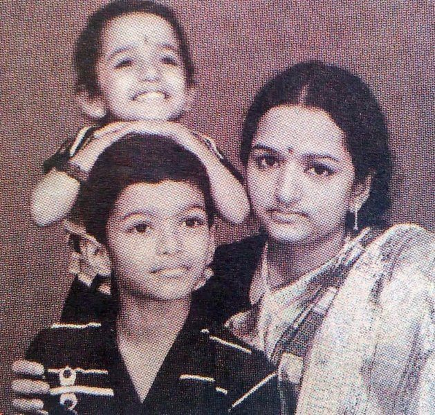 Vijay's childhood picture with his mother and sister