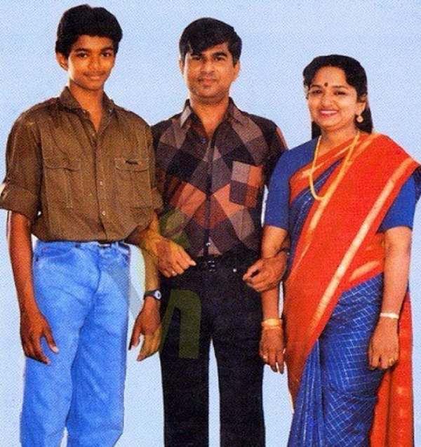 Vijay's childhood picture with his parents