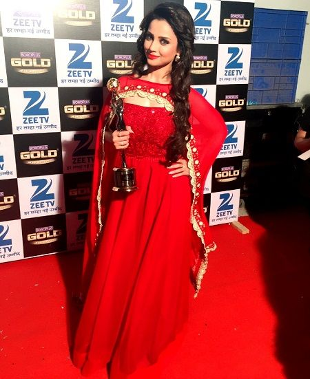 Adaa Khan received Zee Boroplus Gold Award for Best Actress in a Negative Role for the TV serial,Naagin