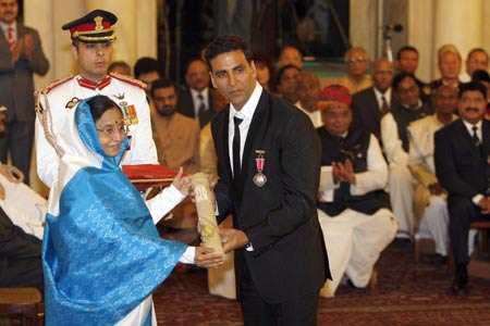 Akshay Kumar receiving Padma Shri Award