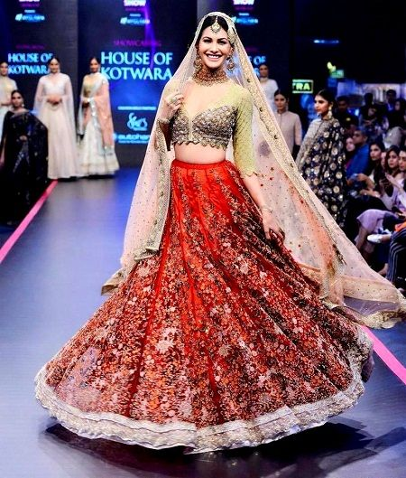 Amyra Dastur's ramp walk in House of Kotwara for Pernia's Pop-Up Show 2018