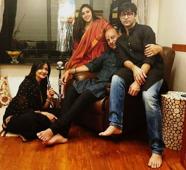 Anirudh Tanwar with his family