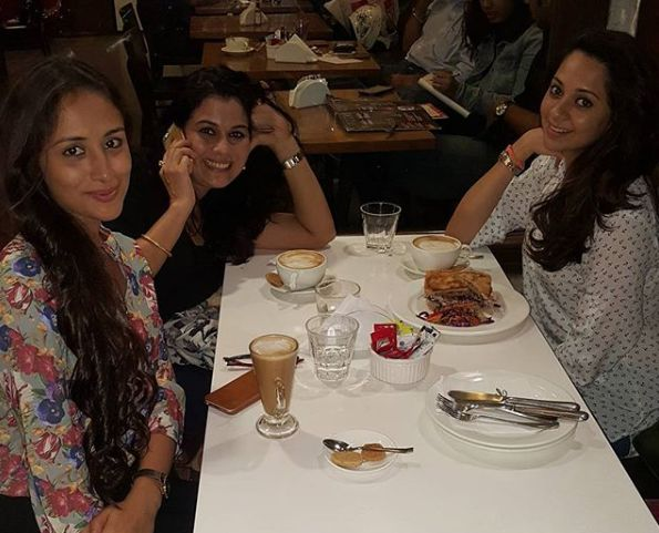 Anupriya Kapoor hanging out with her friends