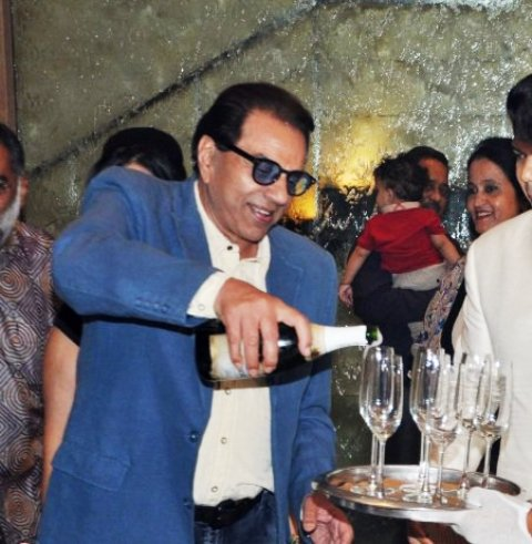 Dharmendra consuming Alcohol