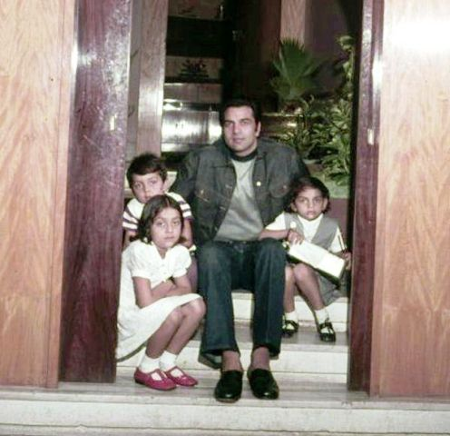 Dharmendra with his daughters and son Bobby