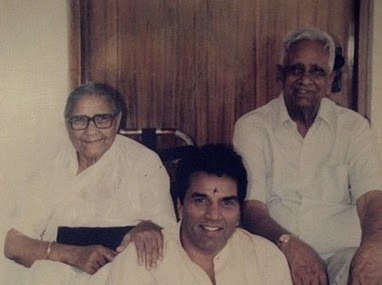 Dharmendra with his parents