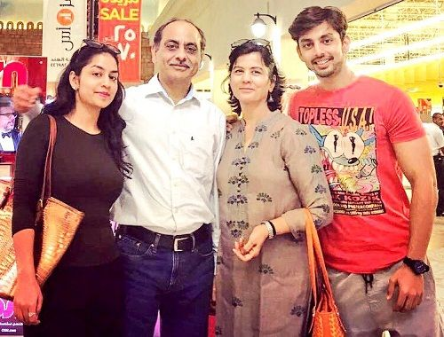 Himansh Kohli with his family