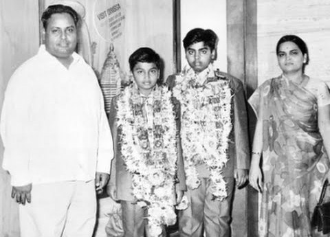 Kokilaben Ambani with Dhirubhai Ambani and young Mukesh Ambani, Anil Ambani