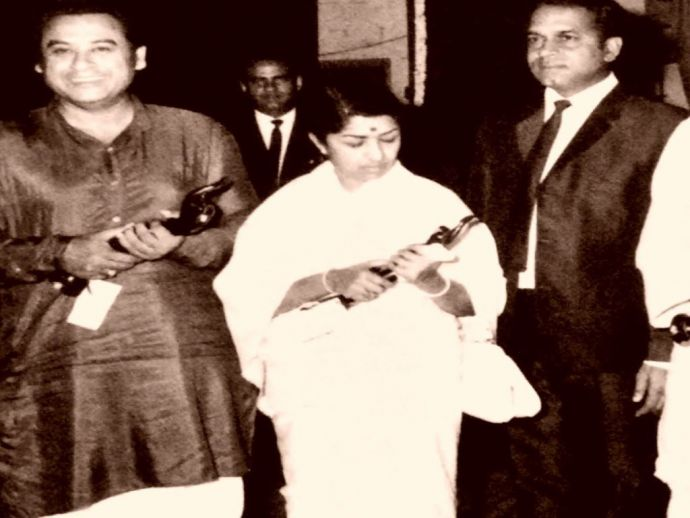 Lata Mangeshkar with filmfare award