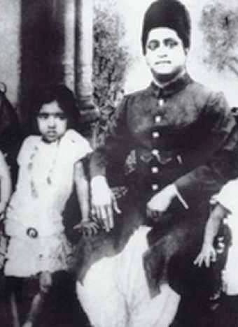 Lata mangeshkar with her father