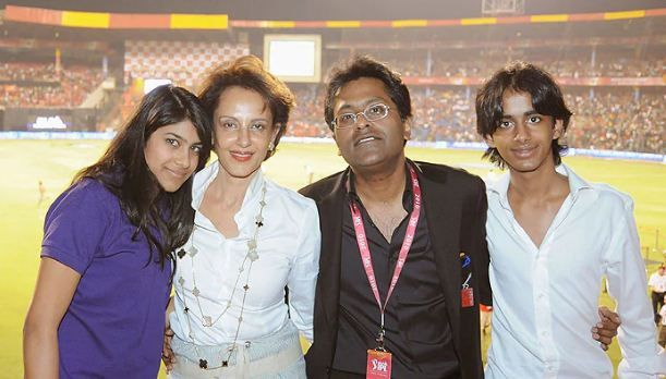 Minal Modi with her Lalit Modi and their children Aliya & Ruchir