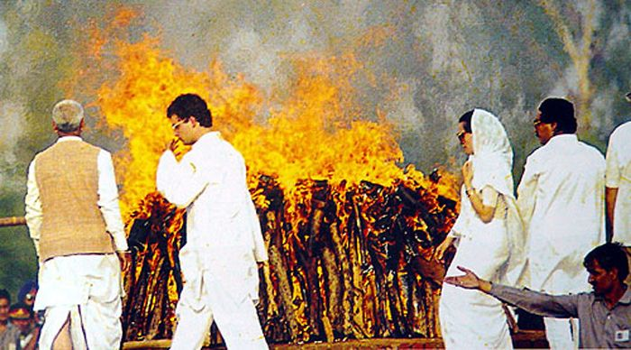 Rahul burning the pyre of his father