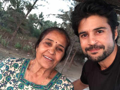 Rajeev Khandelwal with his Mother