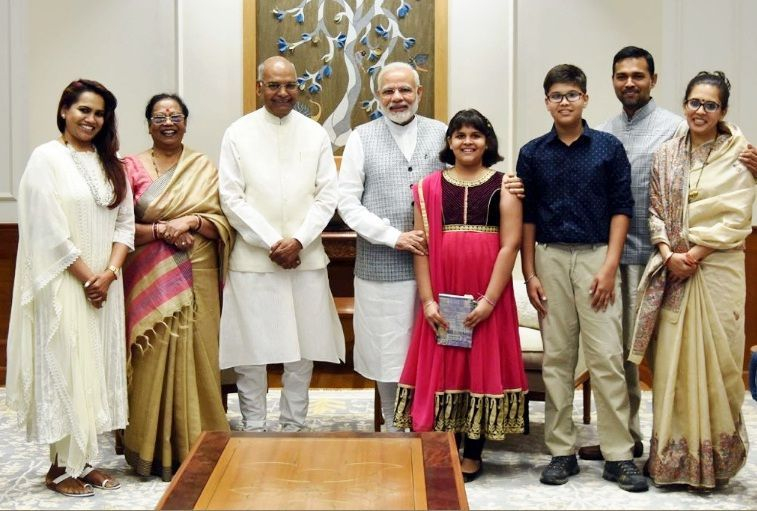 Ram Nath Kovind with his daughter (extreme left), wife (left), son(right), daughter-in-law (extreme right) and grandchildren along with PM Narendra Modi