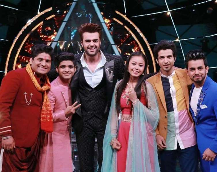 Salman Ali with co-contestants and manishPaul