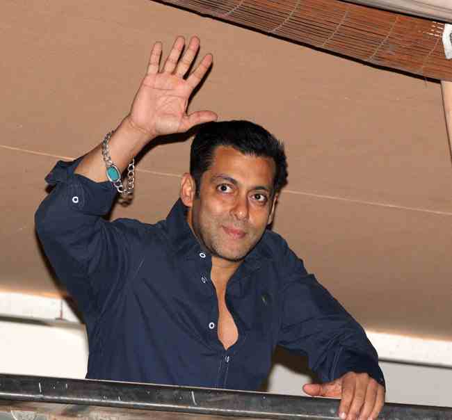 Salman Khan wearing his turquoise stone bracelet