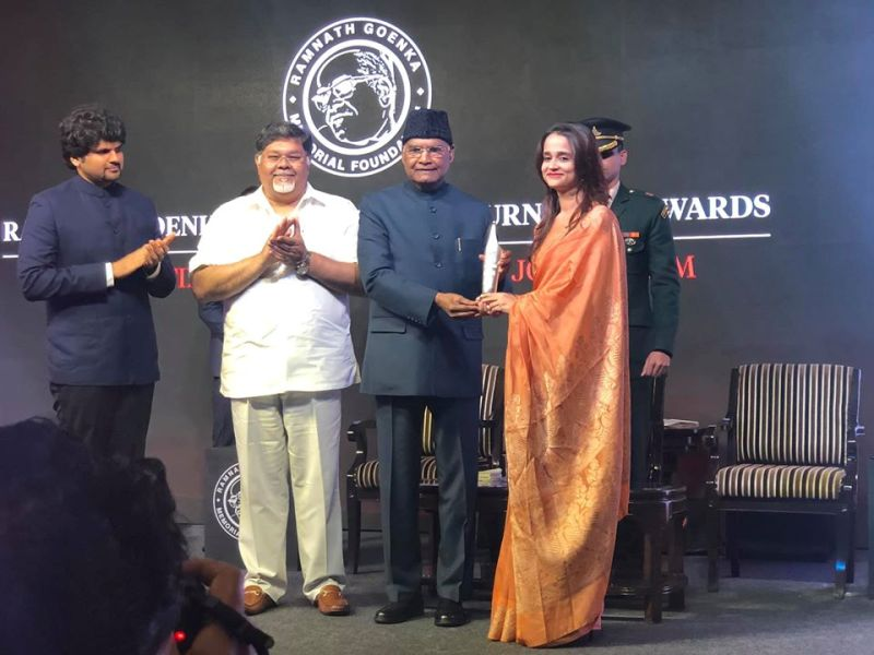 Sarvapriya Sangwan receiving the Ramnath Goenka Excellence in Journalism Awards from The President of India Ramnath Kovind