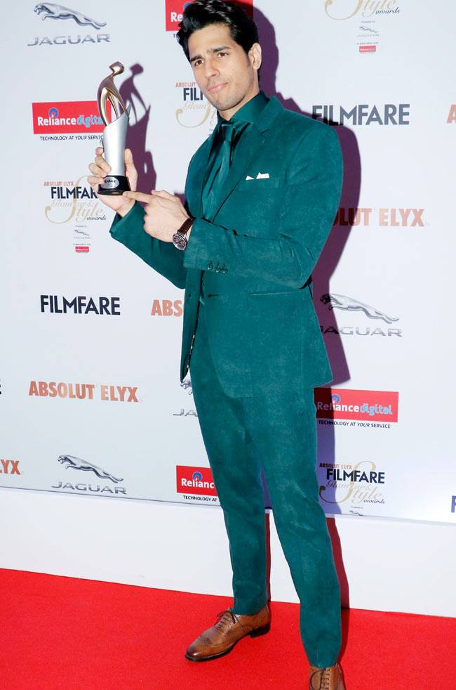 Sidharth Malhotra with his Trophy