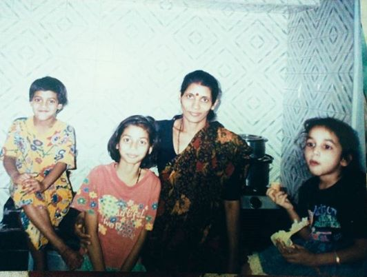 Srinidhi with her mother and sisters