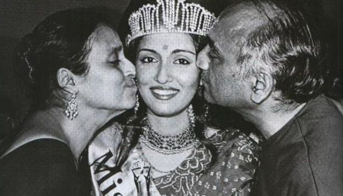 Swaroop Sampat with her parents