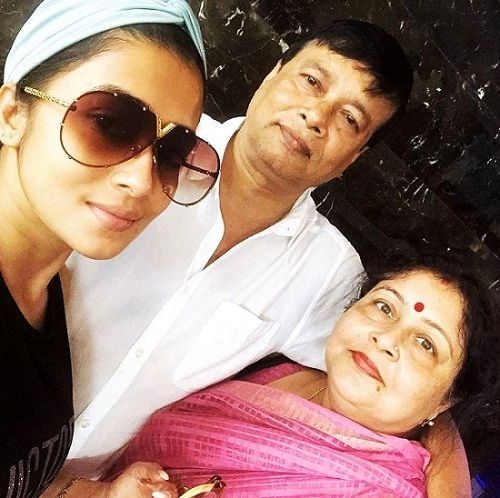 Tina Datta with her parents