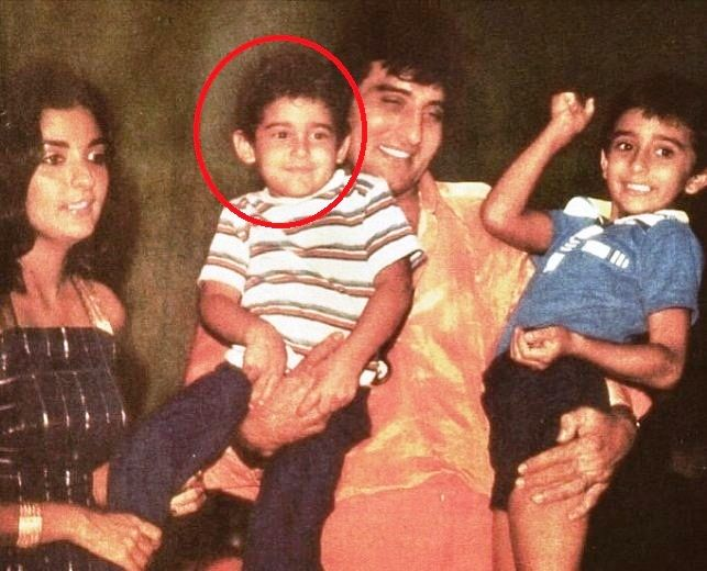 Akshaye Khanna's Childhood Photo With His Family