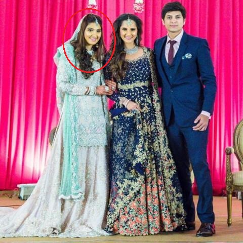 Anam Mirza And Akbar With Sania Mirza