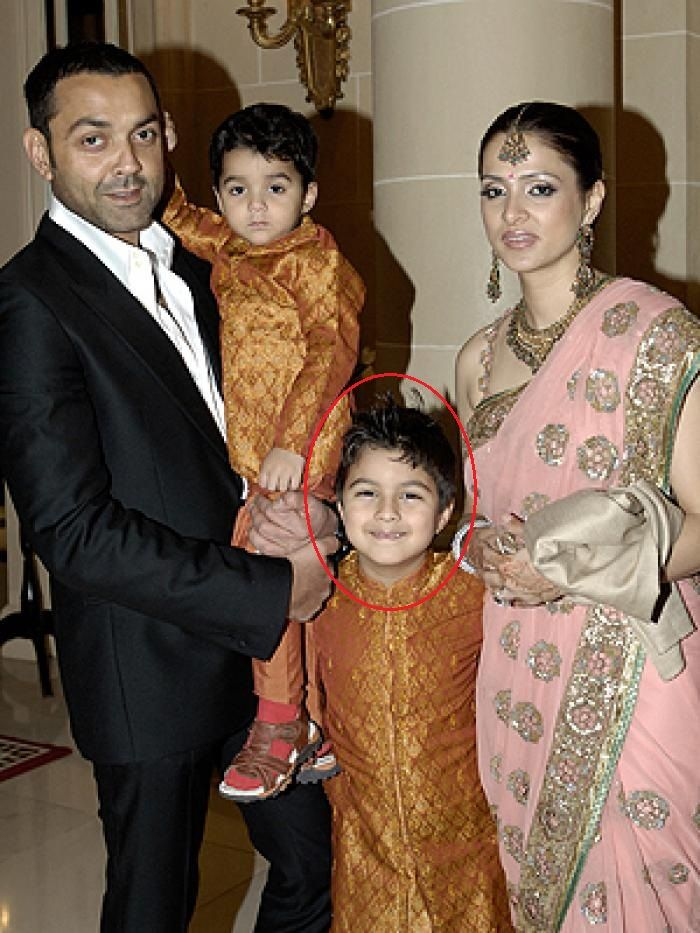 Aryaman Deol Childhood Picture With His Parents