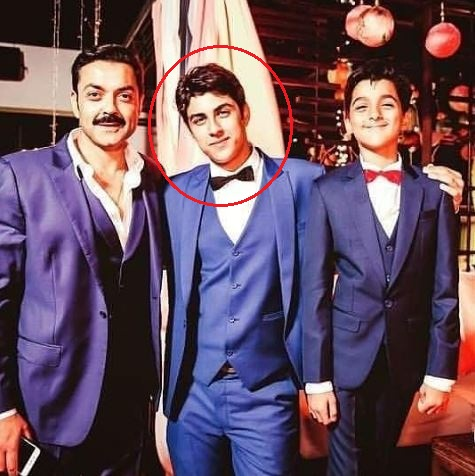 Aryaman Deol With His Father And Brother