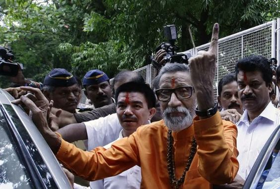 Bal Thackeray after casting his vote in 2007