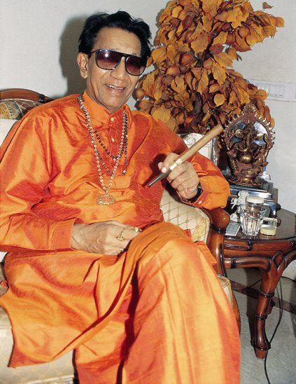 Bal Thackeray smoking