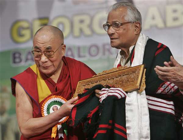 Dalai Lama Wishes George Fernandes On His 87th Birthday