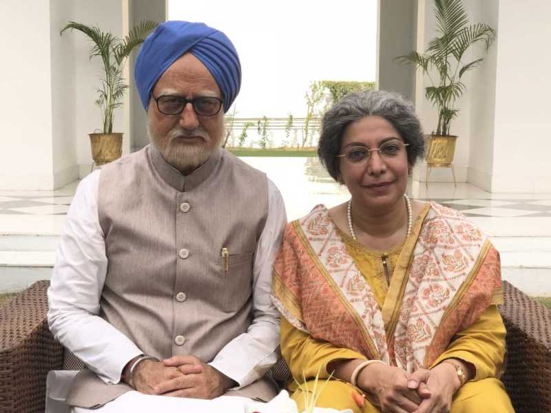 Divya Seth as Gursharan Kaur and Anupam Kher as Manmohan Singh in The Accidental Prime Minister