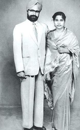 Dr Manmohan Singh With His Wife