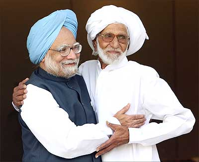 Dr Singh Welcoming his Friend From Pakistan