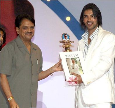 John Abraham receiving Rajiv Gandhi Award