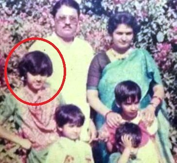 Neeti Mohan's childhood picture with her family