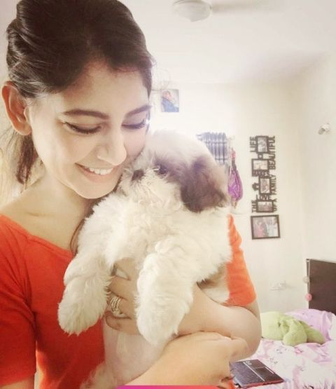 Niti Taylor with her dog