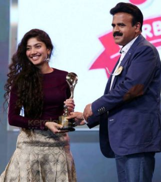 Sai Pallavi Receiving Award At Asiavision Awards 2015